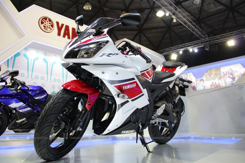 R15 New Colors at AutoExpo2012 (9)