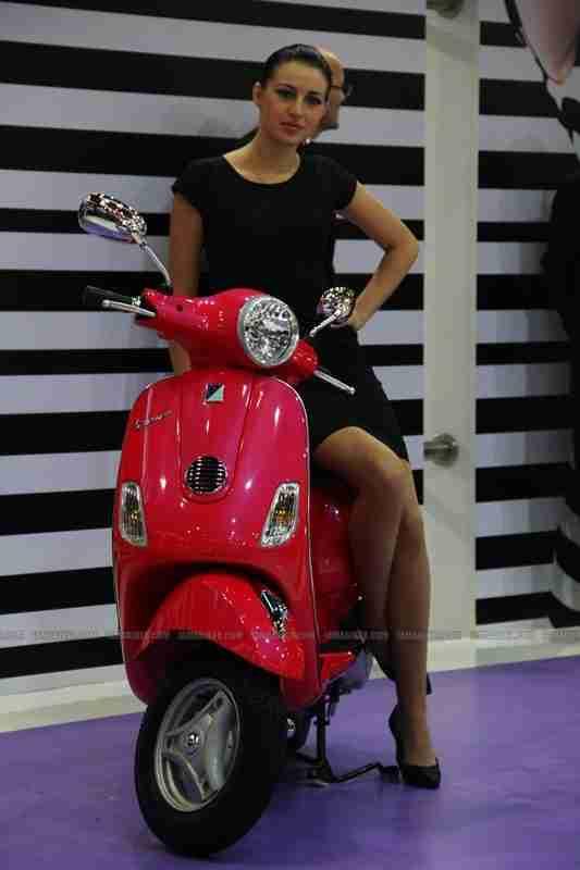 Vespa - Piaggio Auto Expo 2012 India 08