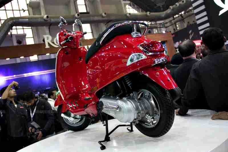 Vespa - Piaggio Auto Expo 2012 India 43