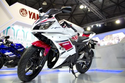 Yamaha R15 V 2.0 50th Anniversary edition Auto Expo 2012 India 26
