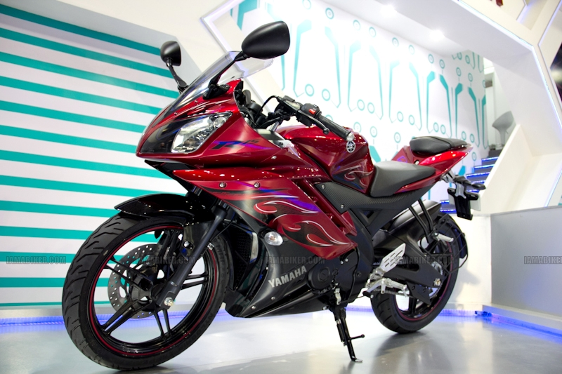 Yamaha R15 V 2.0 new colours red flame Auto Expo 2012 India 27