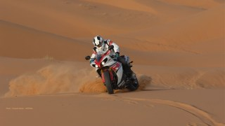 stephane peterhansel yamaha r1 desert 01