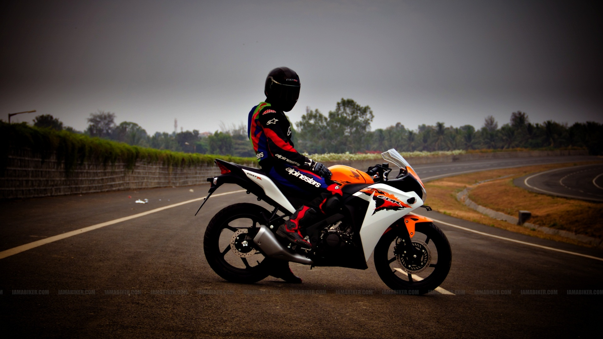 For Those Fans We Have The HD Wallpapers Of Your Favorite Honda CBR 150R To Download These Just Click On Images Open