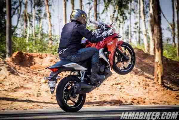 Honda CBR250R stunting