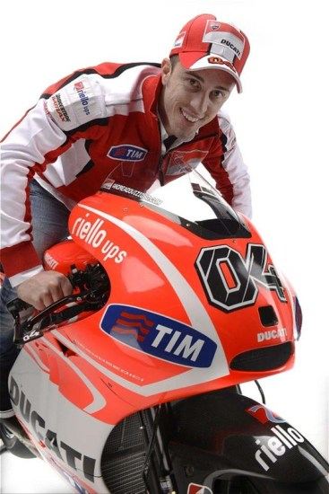 Andrea-Dovizioso-Nicky-Hayden-Ducati-Desmosedici-GP13-02