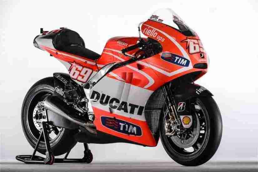 Andrea-Dovizioso-Nicky-Hayden-Ducati-Desmosedici-GP13-11