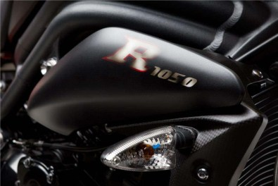2013-triumph-speed-triple-r-dark-is-limited-to-30-units-photo-gallery_1 (1)