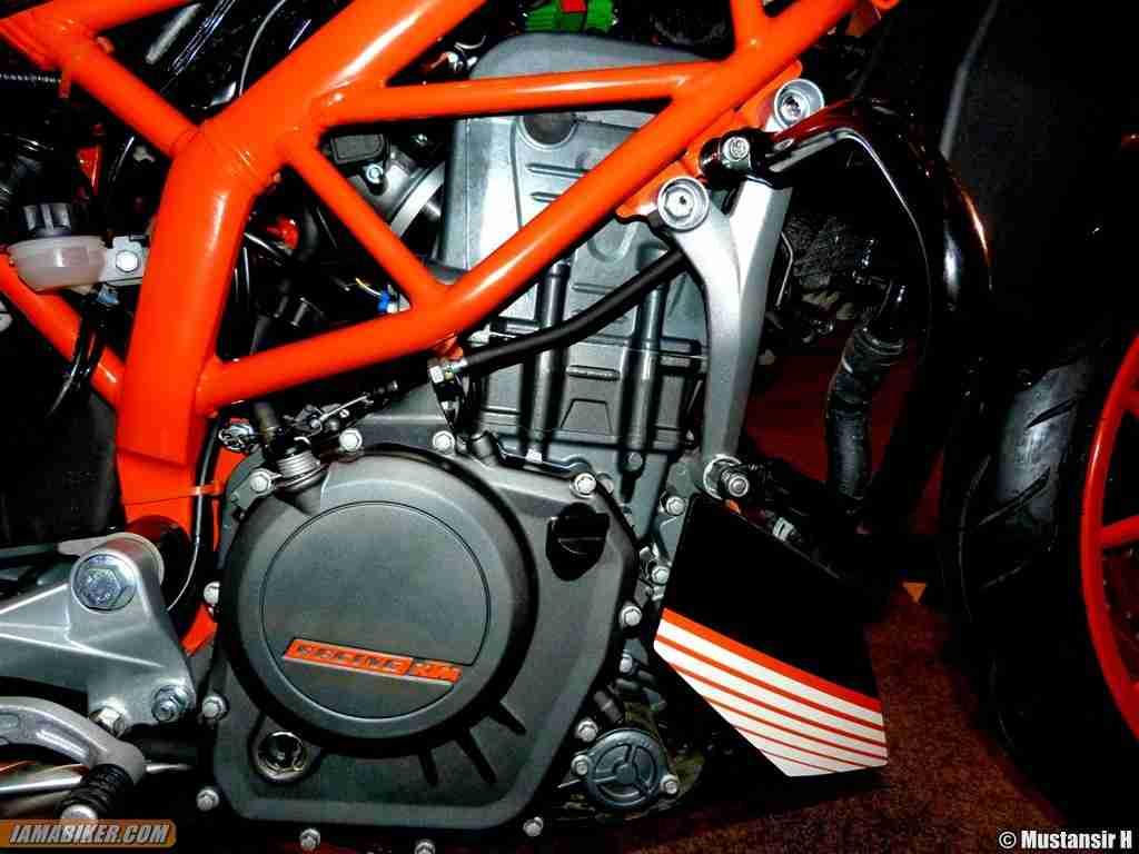 KTM Duke 390 orange frame and engine