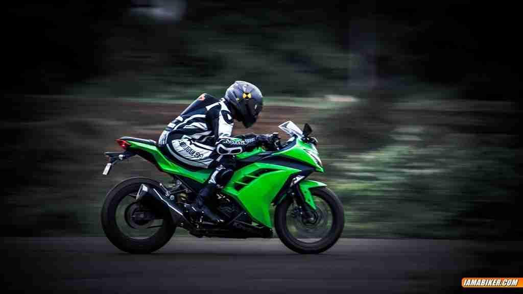 Kawasaki Ninja 300 Detailed Photographs