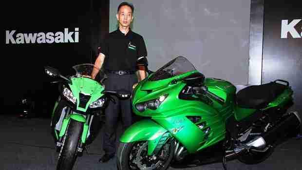 Mr.Yuji Horiuchi, MD, India Kawasaki Motors with the newly launched Ninja ZX-10R (left)and Ninja ZX-14R (2)