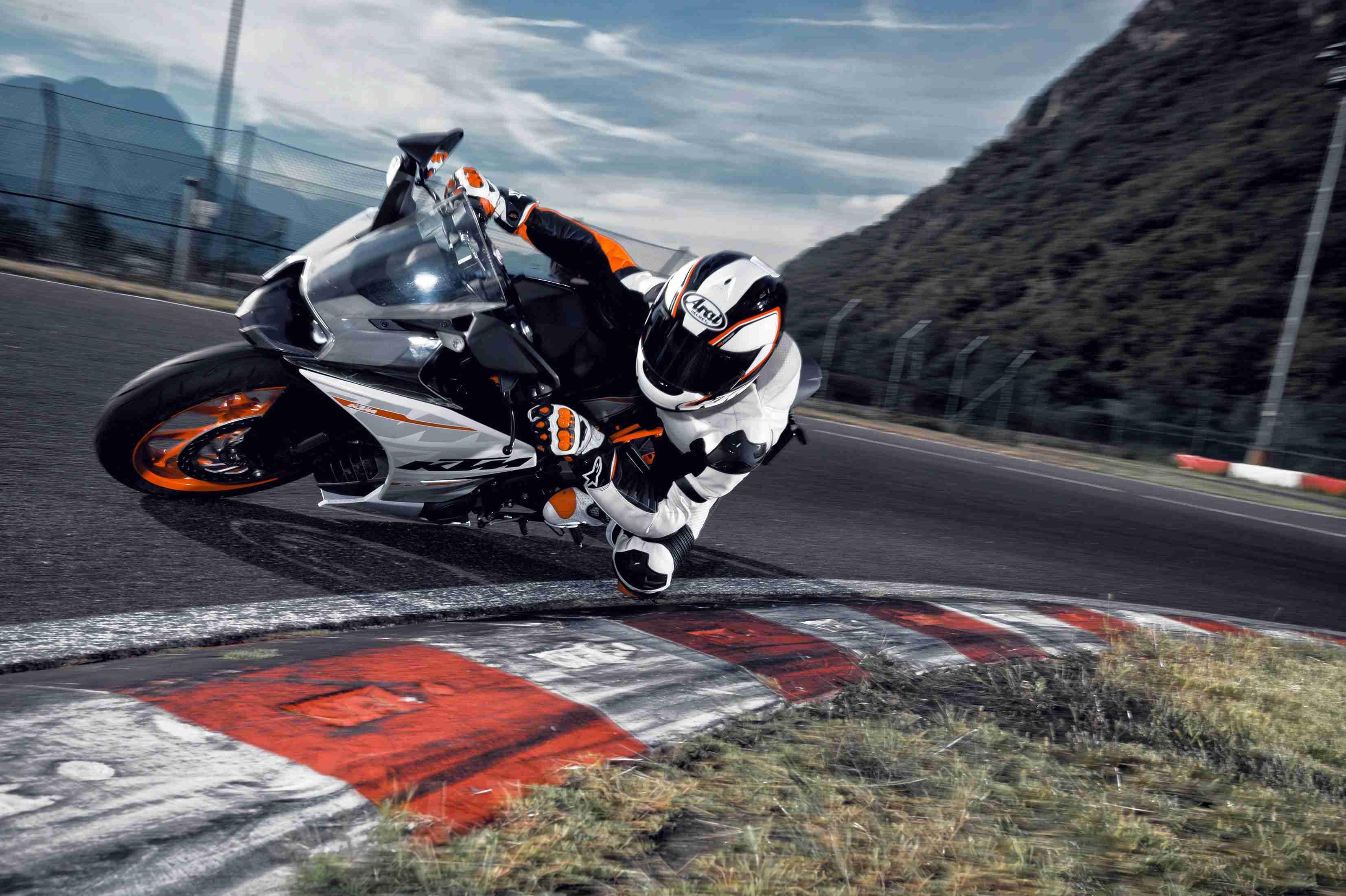 2014 KTM RC390 India - 05