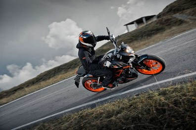 KTM Duke 390 in black