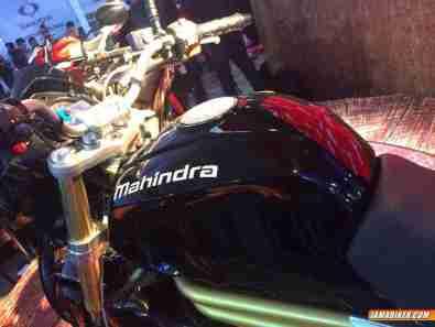 Mahindra Mojo 300 - 02