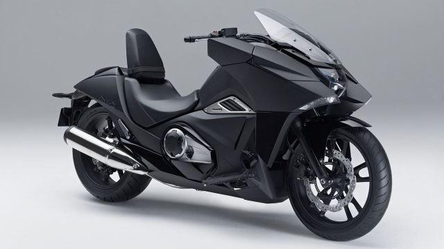 2014 Honda NM4 Vultus front three quarters