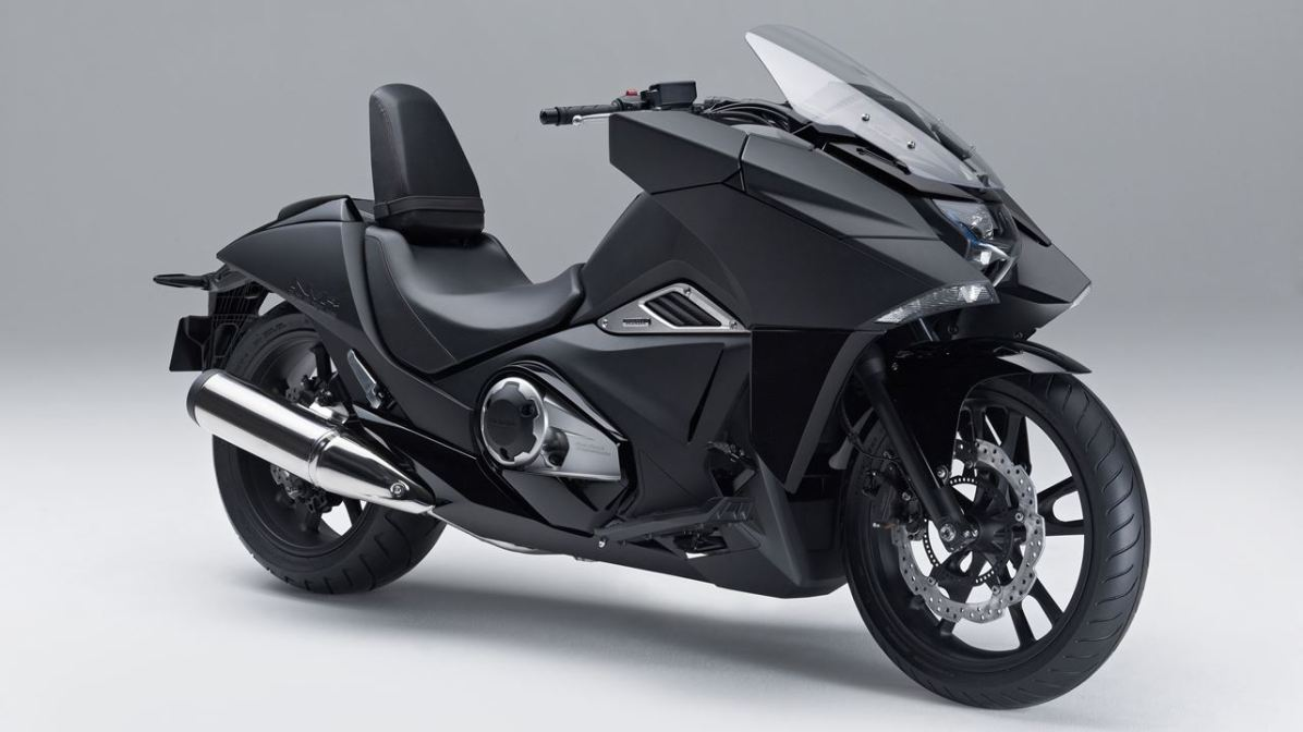 2014 Honda NM4 Vultus front three quarter
