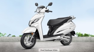 honda activa 125 colour - pearl sunbeam white