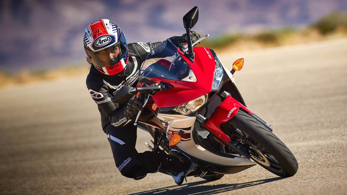2015 Yamaha YZF-R3 - red