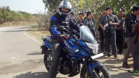 new pulsar 200 AS with rider