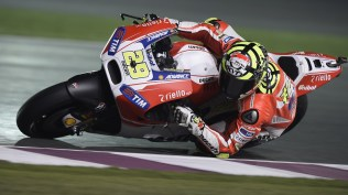 Andrea Iannone knee down Ducati MotoGP Qatar 2015