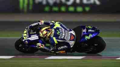 Valentino Rossi knee down Movistar Yamaha MotoGP Qatar 2015