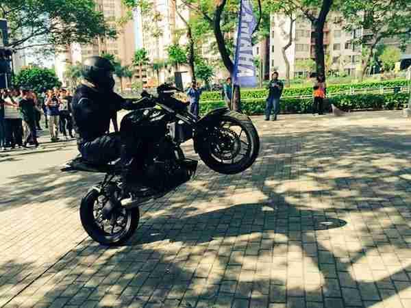 Yamaha MT 25 wheelie