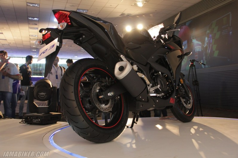 Yamaha YZF-R3 black rear section