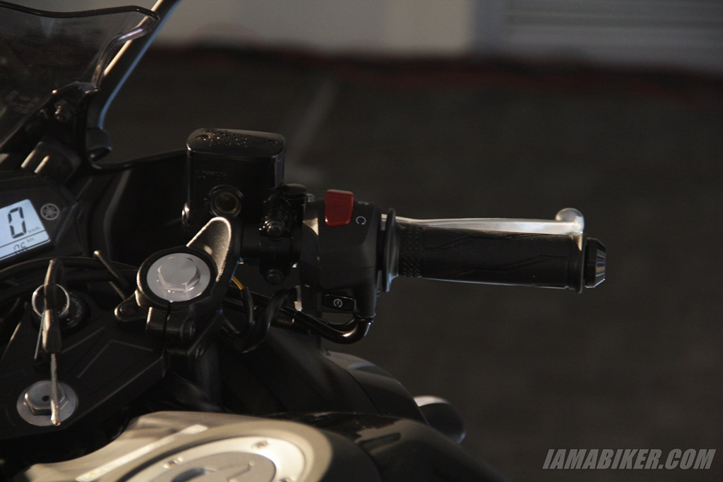 Yamaha YZF-R3 right switch gear