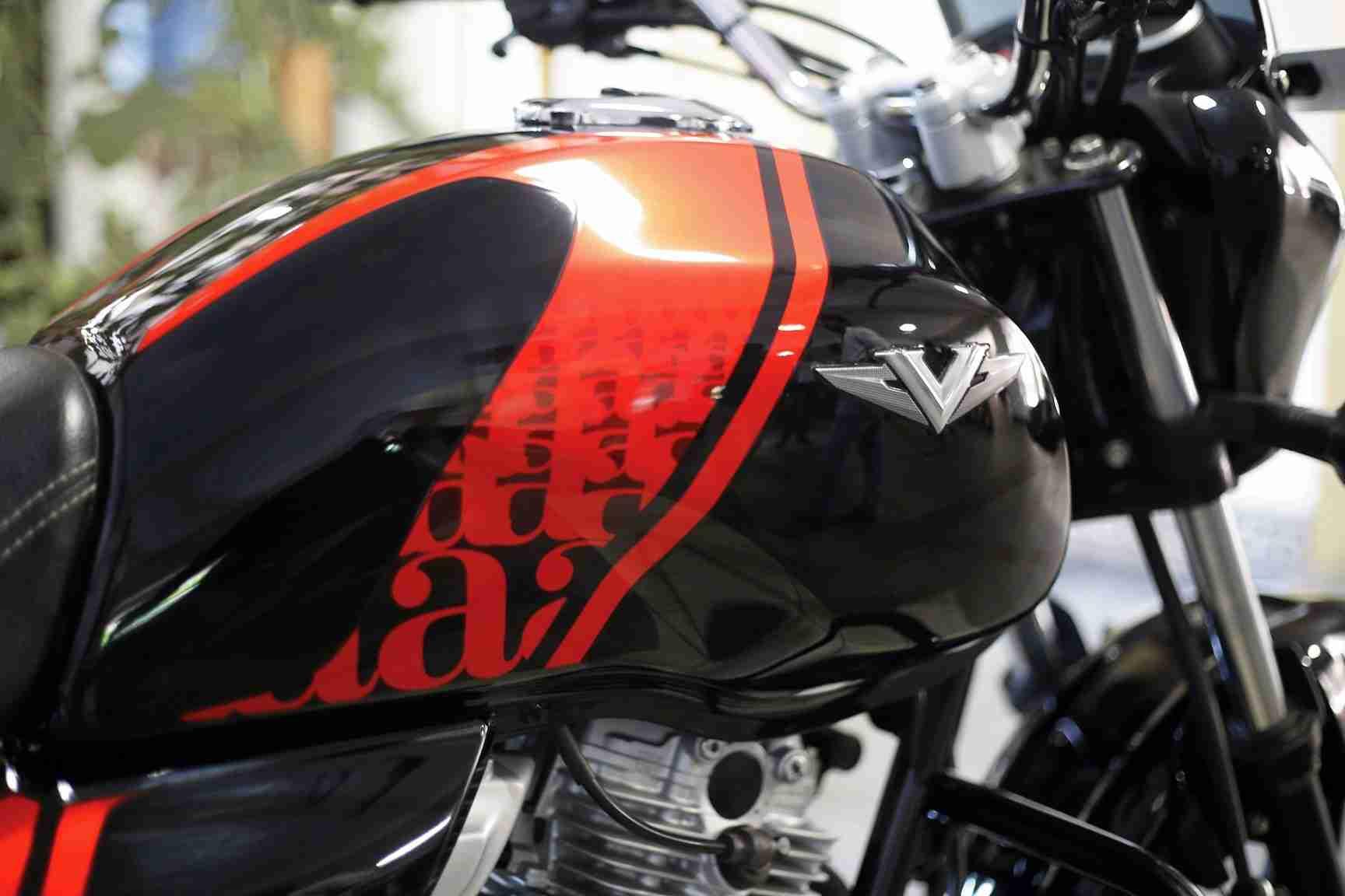 Custom Bajaj V15