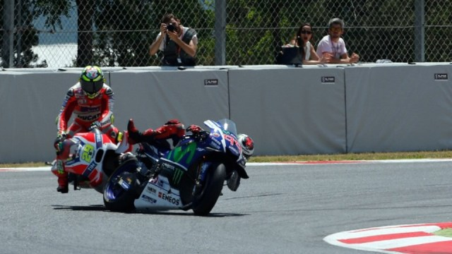 Lorenzo Iannone crash - Picture Gold and Goose