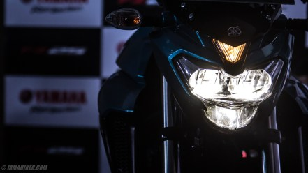 Yamaha FZ25 HD wallpaper headlight