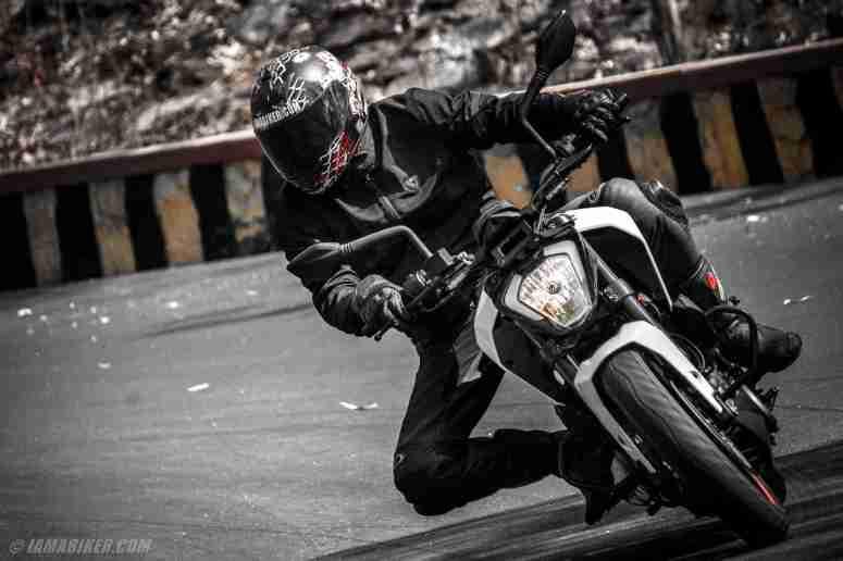 KTM Duke 250 review handling