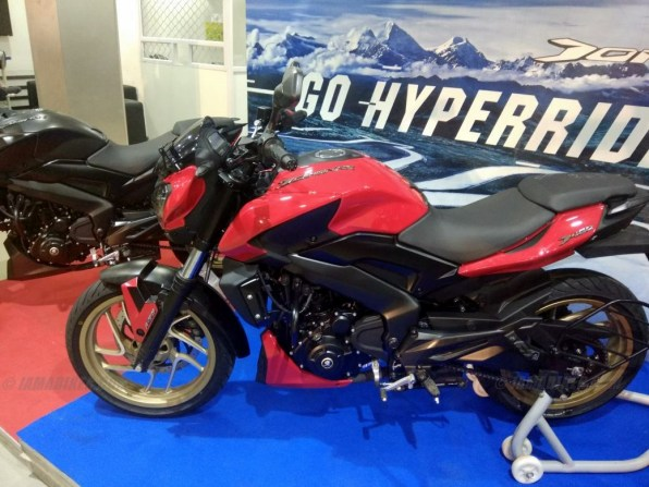 Dominar 400 colour option red