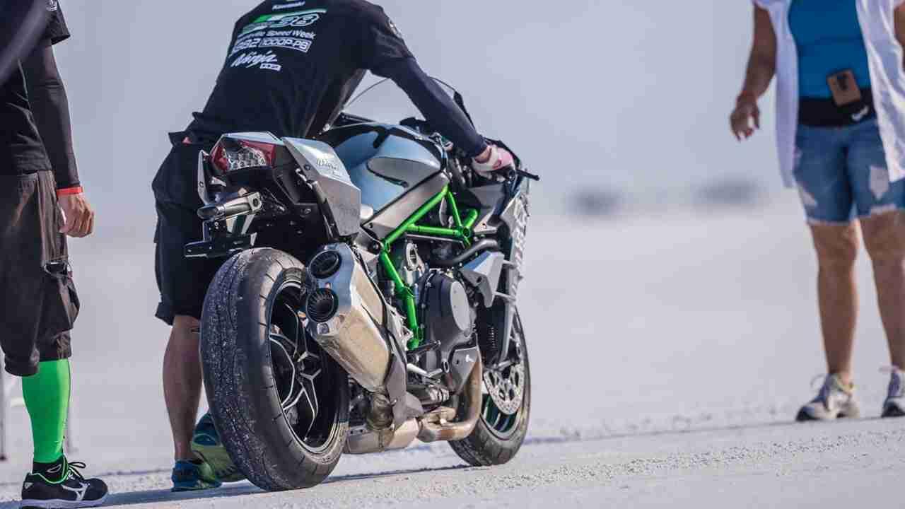 Kawasaki Ninja H2 with Team 38 Bonneville record