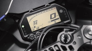 2020 Yamaha YZF-R3 instrument console meters