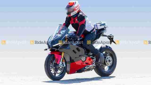 Ducati Panigale V4 Superleggera spy shot
