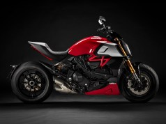 2020-Ducati Diavel 1260 S-ducati red