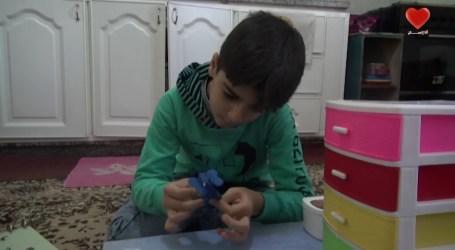 طفل المعجون … طفل سوري يتحدى اللجوء باشكال المعجون
