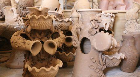 صناعة الفخار على قيد الحياة في أرمناز
