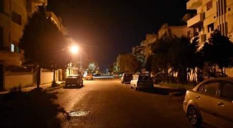انتبه حاجز كورونا … ميليشيات الأسد تتابع سرقاتهابظل ساعات الحجر في حمص