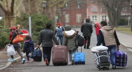 بريطانيا ترحل لاجئين سوريين ومواطنة تنتقد قرار الحكومة