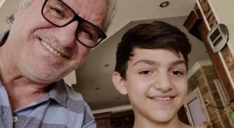 عبد الحكيم قطيفان ينشر صورته مع طفل سوري رفض البخشيش .. فما قصته ؟