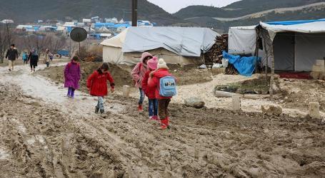 الأمطار تغرق خياما وشوارعا في شمال وشرق سوريا
