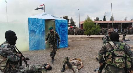 خيام اللاجئين تظهر خلال تدريبات عسكرية لقوات السلطة السورية في دير الزور