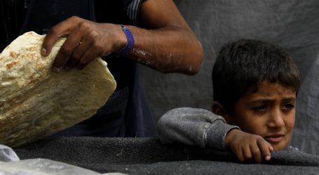 أطفال يتركون المدارس للانتظار في طوابير الخبز في سوريا