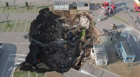 انهيار أرضي يبتلع السيارات في موقف أحد مستشفيات إيطاليا