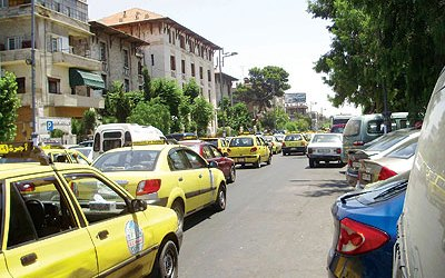 سائق سيارة أجرة في دمشق يحتجز امرأة في سيارته.. وهذا السبب!