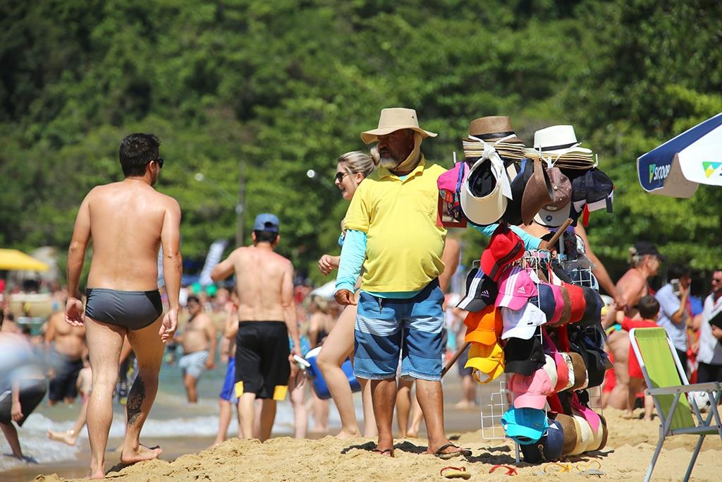 Playa-Laranjeiras-Brazil11