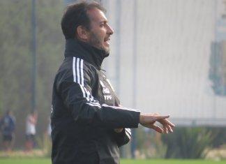Fernando Batista habló antes de partir con el sub 20 hacia España