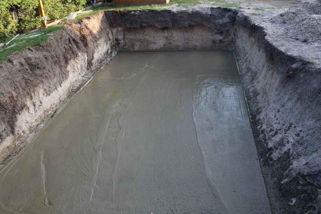 Poolbau Bodenplatte