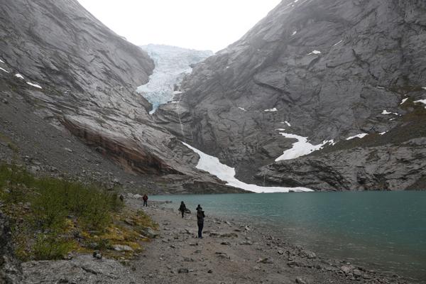 Aurora-May16-Briksdal-Glacier-1